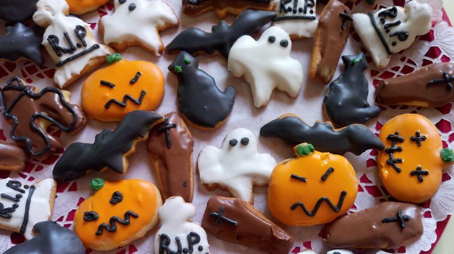 Apró Halloween sütik közeli