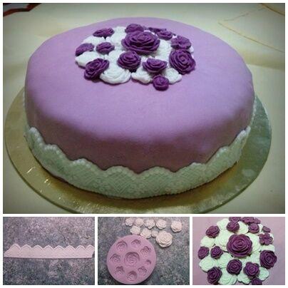lila torta rózsa díszítéssel