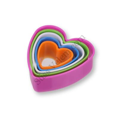 5 db-os színes szív alakú műanyag süti kiszúró szett