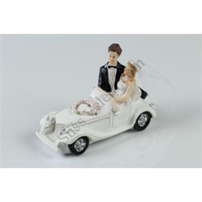 Autós nászpár esküvői tortadísz