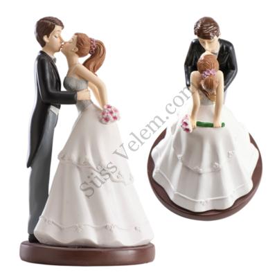 Csókos nászpár esküvői tortadísz