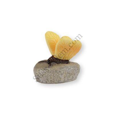 Mini sárga pillangó kavicson műanyag tortadísz szülinapi tortára