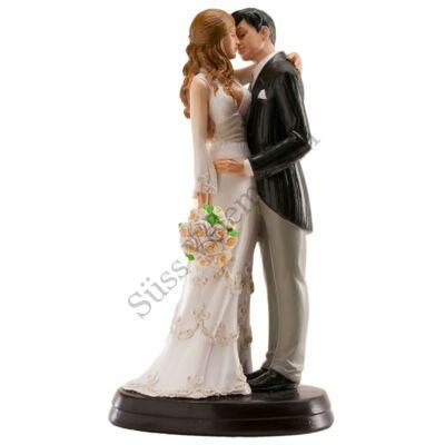 Ölelkező pár menyasszonyi csokorral esküvői tortadísz