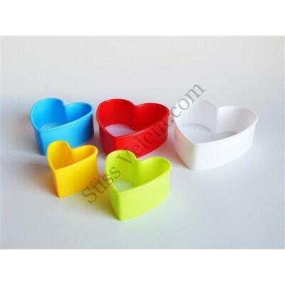 Műanyag szív alakú kiszúró forma készlet 5 db-os